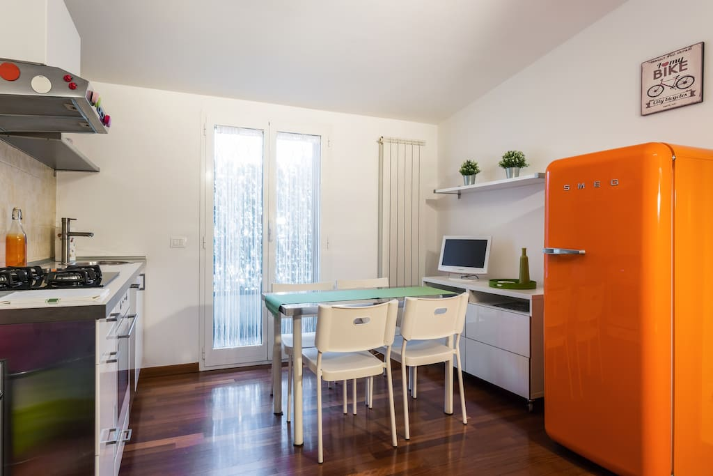 The equipped Kitchen - The colorful fridge & The dining table