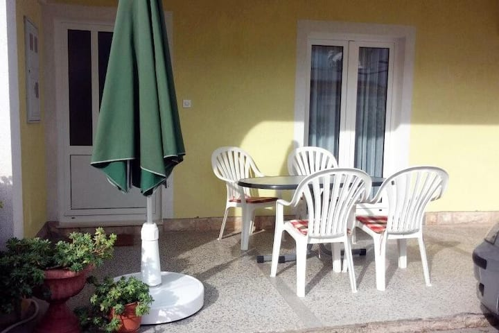 One bedroom apartment with terrace Vodice (A-5237-a)