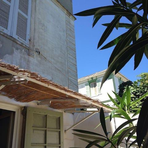 Sunny Garden in Bastia Centre - Bastia - Apartment