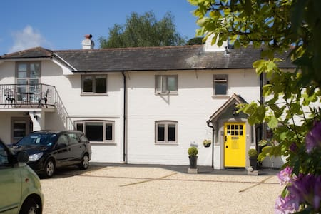 New Forest Hotel, free parking, Wifi & cakes - Brockenhurst - Boutique hotel
