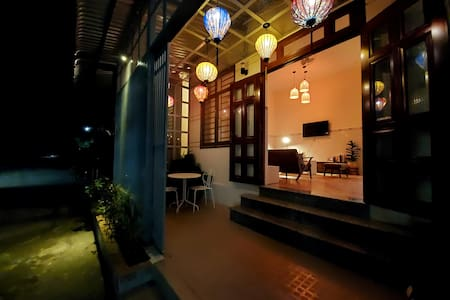 Lantern House, Contemporary 2 BR Near Night Market