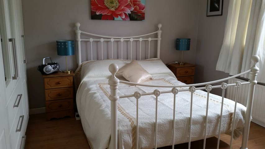 Double Bedroom - Shannon - Bed & Breakfast