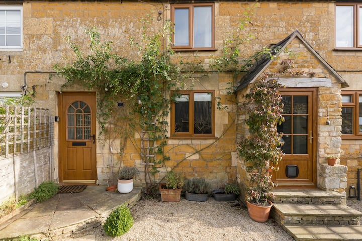Cosy Cotswold Retreat