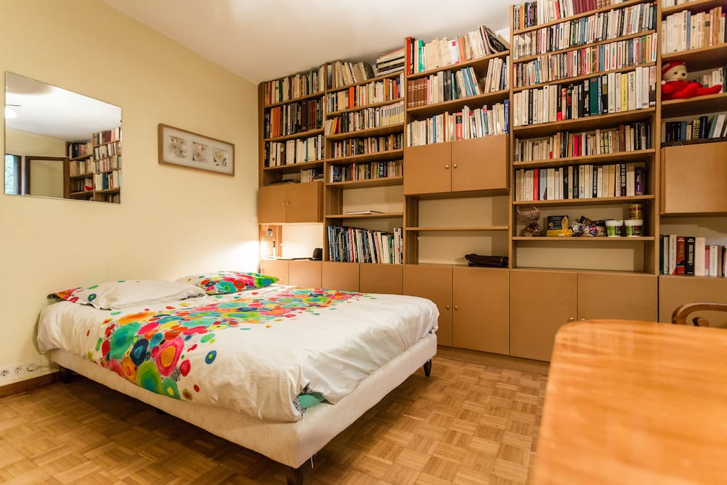 Chambre avec lit cofortable   avec bureau