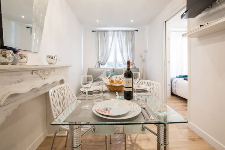 JUST RENOVATED! 1BR-heart of Marais - Paris - Apartment