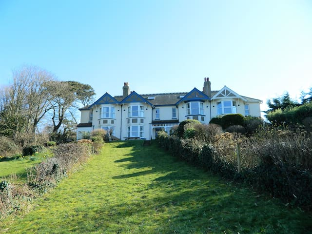 Large Village home close to Beach and Estuary