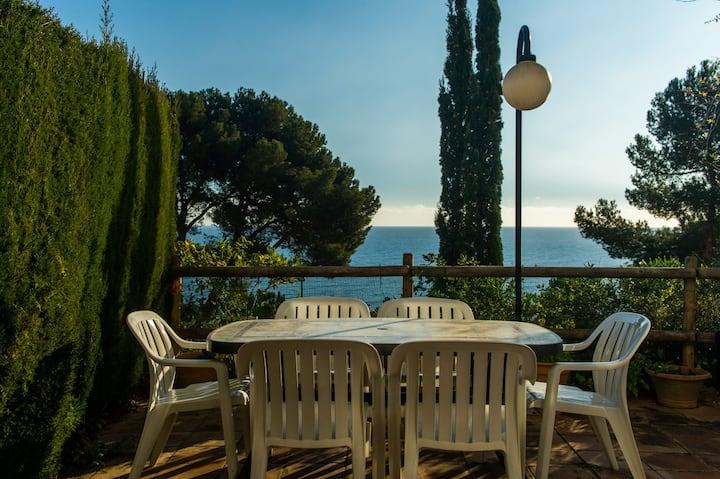Casa con vista al mar y piscina Calella, Ref. L-1