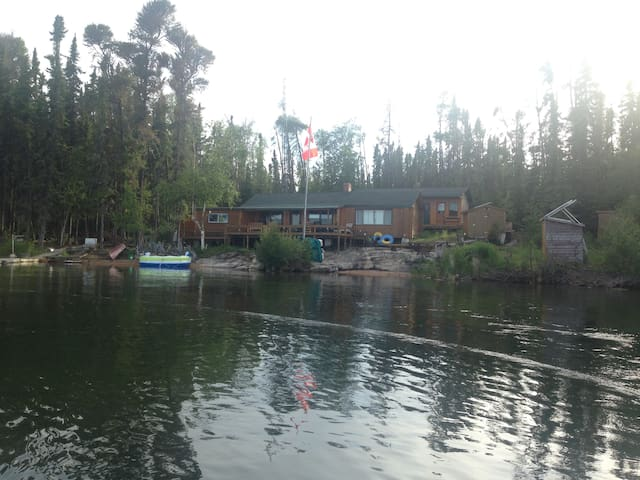 Secluded 4 Bedroom Lakefront Cabin on Lac La Ronge