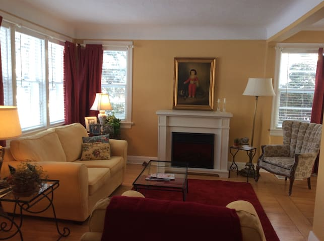 COZY 2BD HOME FREE PARKING INCLUDED - Ottawa