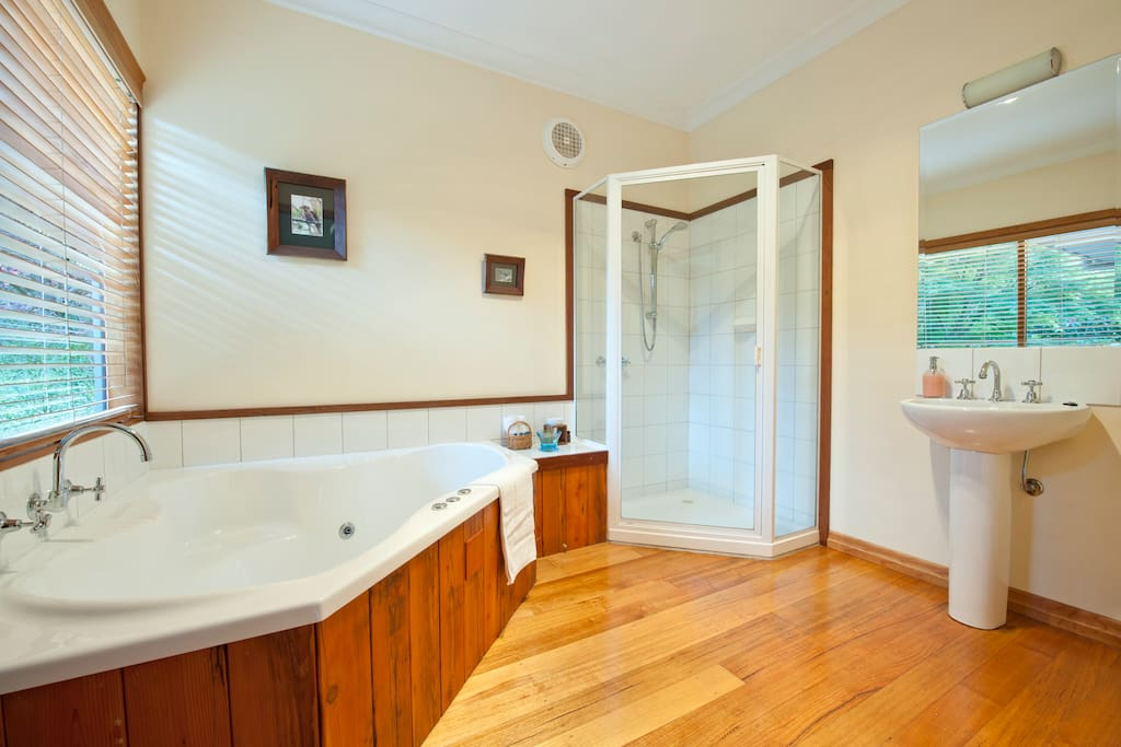 Spa bath, Mountain Ash cottage