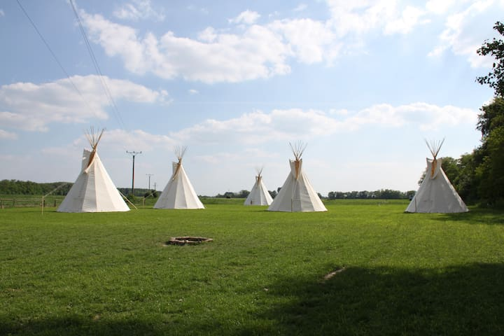 Teepee on Little Danube riverbank - Nový Život - Tipi