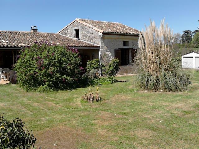 maison ancienne calme avec grand terrain & piscine - Croignon - Ház