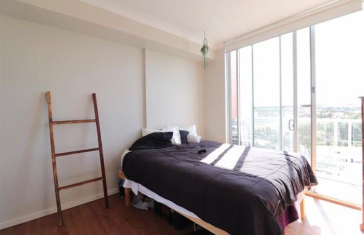 Private bedroom in MacArthur