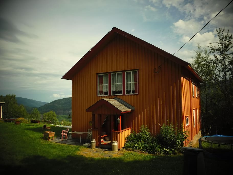 idyllisk,gammelt fjellgard på Nordre Rognstad i Øyer kommune i Oppland