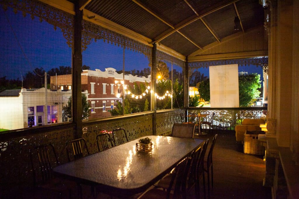 Balcony overlooking American Hotel in central Echuca