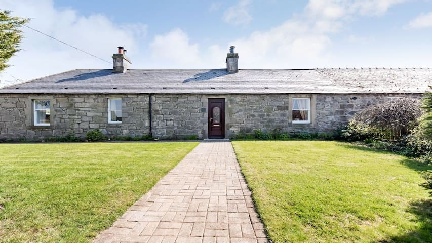 Cosy, country retreat close to city (double) - Kirknewton