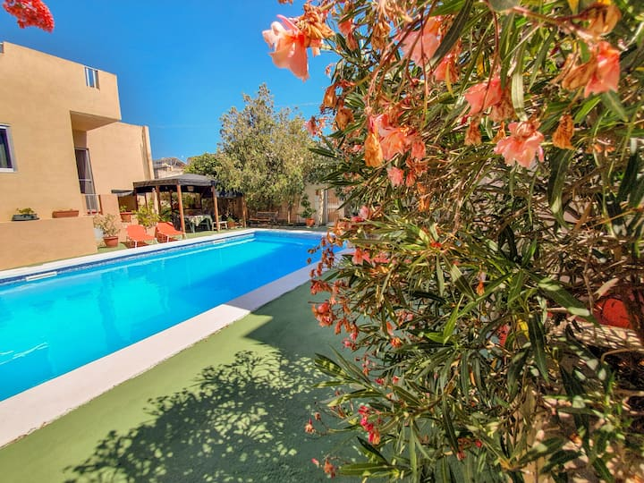 St Julians-Apartment With Patio and Pool