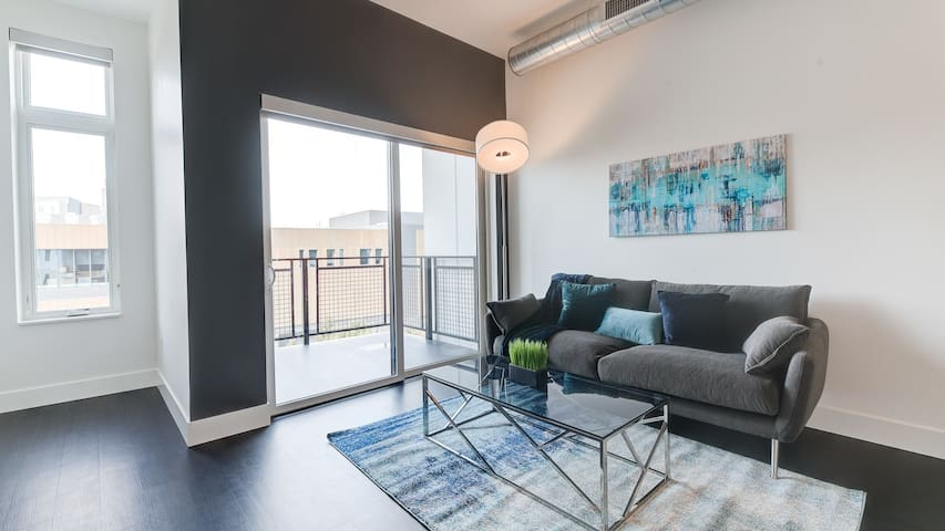 Stunning 1BD condo in Milwaukee, professionally-cleaned