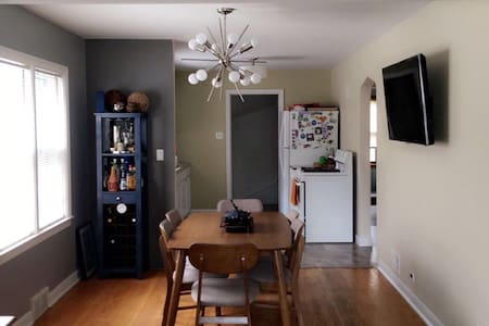 Luxurious 2 Bedroom Close to Downtown - Berwyn - Maison