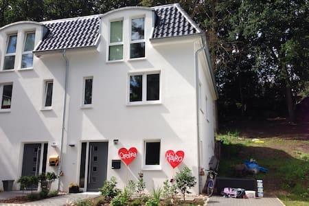 modern twin house in Heimfeld - Hamburg - Casa
