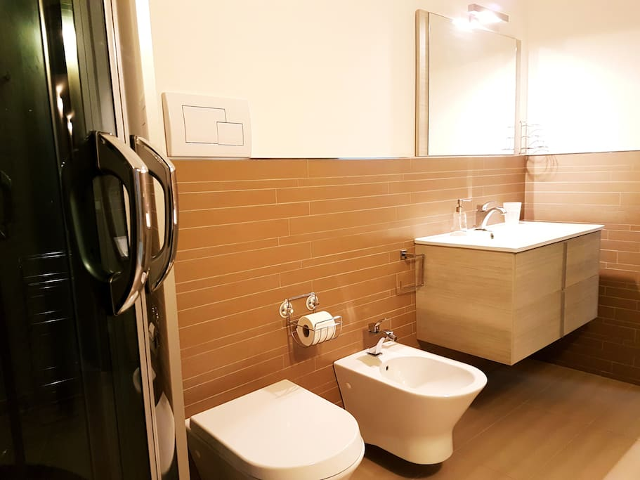 Bagno Delux, primo piano. / Bathroom Delux
