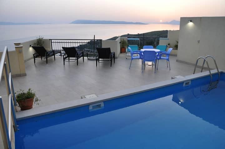 New Villa. Stunning views, Tennis court, Pool,Golf