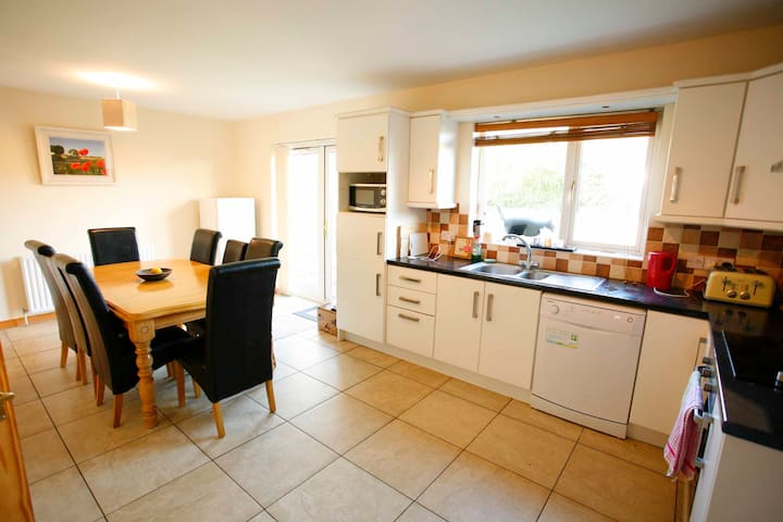Village Lodge, 47 Oyster Bay Court, Carlingford