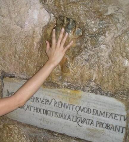 gaeta  la mano del turco (the hand of Turkish)