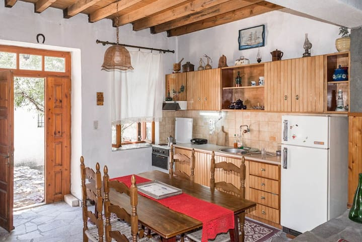 Converted Kafenio ( Coffee House) from the 1934 - Theologos - Haus