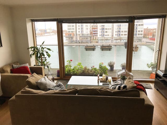 Room & Livingroom with best views - Dublin - Apartment