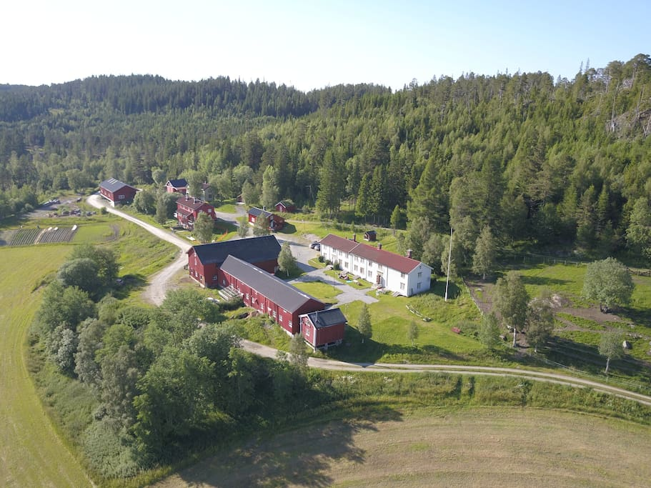 panorama av hele bygningsmassen på storbuan gård
