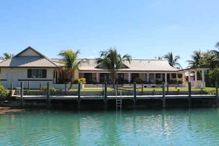 Waterfront 5 bedroom villa on Grand Bahamas - West grand bahamas