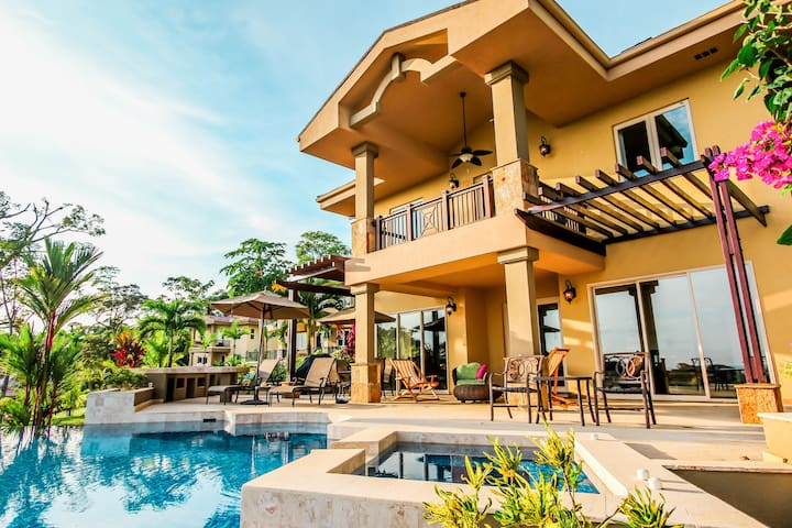 Luxury 3BR Private Villa W/Pool