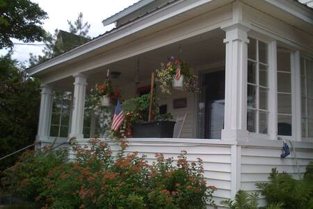 Historic downtown home adjacent to waterfront - Harbor Springs - House