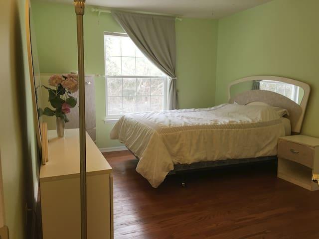 201 Private room in beautiful house, NE Ann Arbor