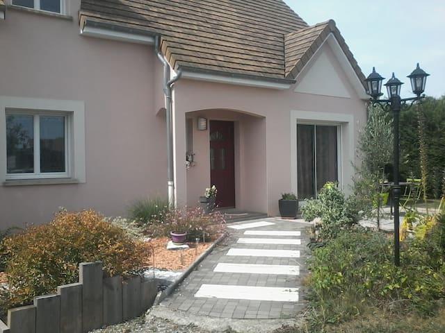 Chambre 24 heures du Mans - Saint-Georges-du-Bois - House