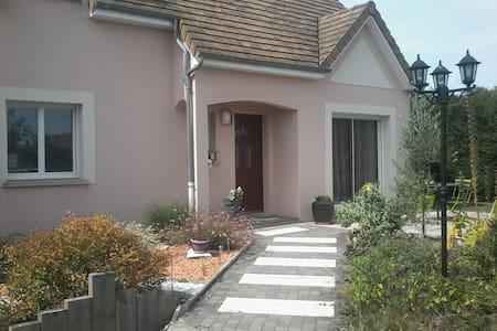 Chambre 24 heures du Mans - Saint-Georges-du-Bois - Haus