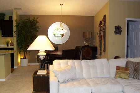 Beautifully Decorated, Queen Bd/bth - West Chester Township - Condomínio