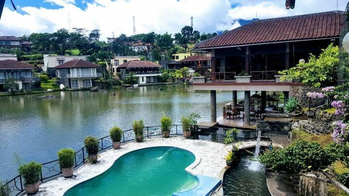 Villa Puncak 5BR private pool view danau