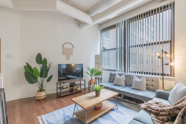 Bright & Spacious 2 BR+Parking+Wifi l WHARTON APT
