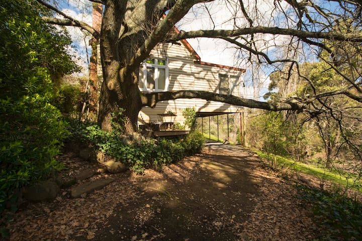 Clifden | 1850's Villa | Views | S4 - Hepburn Springs - Dům