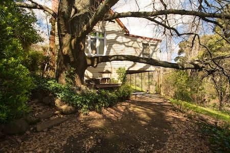 Clifden | 1850's Villa | Views | S4 - Hepburn Springs - บ้าน
