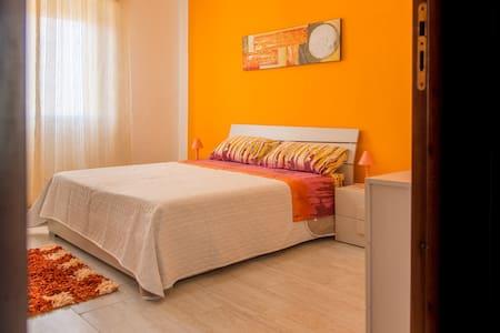camera arancione ERICE mare - Casa Santa