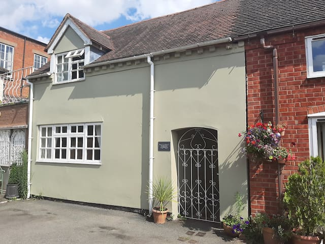Charming Grade II Listed Character Cottage
