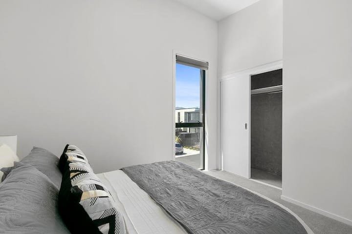 Modern & Luxurious living on Jackson st  Petone