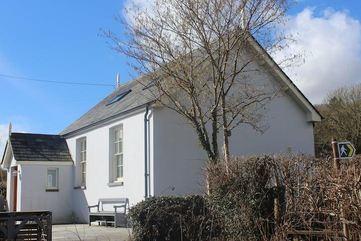 Capel-Y-Bryniau, Cwrt, Pennal