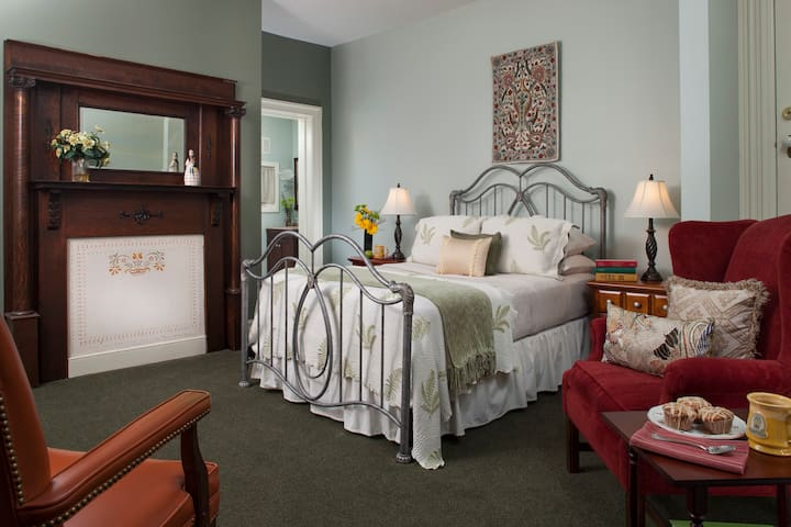 Carlisle House Bed and Breakfast - Anna Woods Suite
