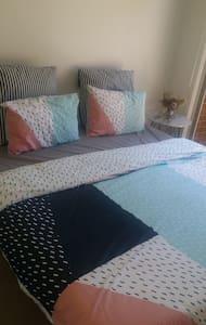 Warm, spacious modern home - Bentleigh East