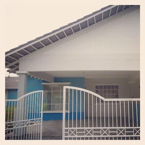 Semi-D House in Kuala Selangor town - Kuala Selangor - House