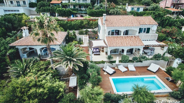 Sea Front Villa SeaBreeze on island Vis with pool